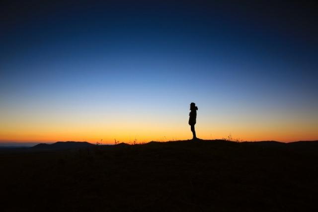 alone-dawn-dusk-3371-825x550