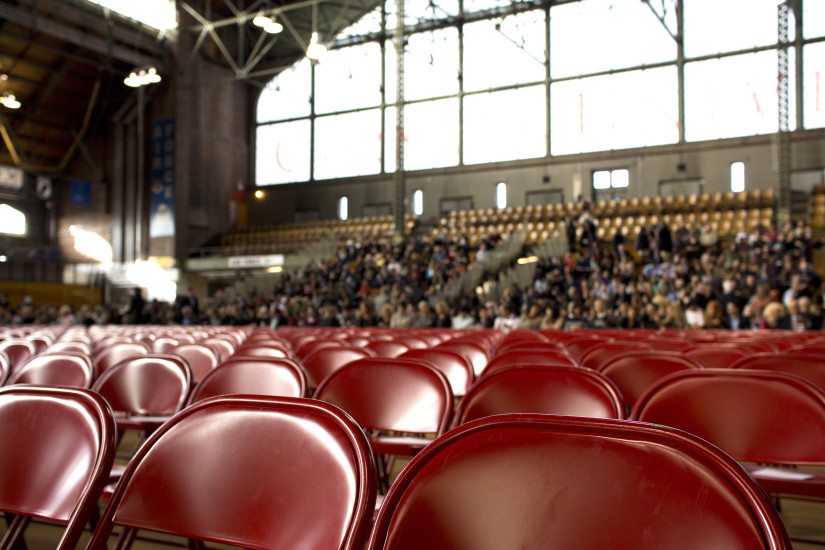 audience-chairs-gym-274-825x550