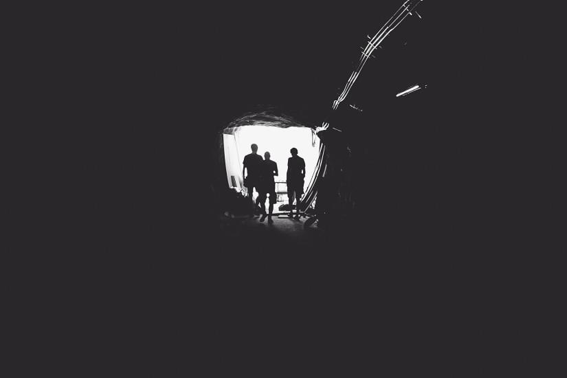 black-and-white-dark-light-1036-825x550